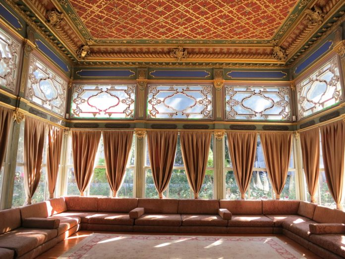 Abbinare le tende ai divani